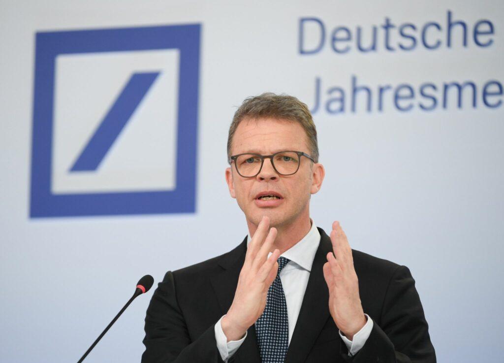 Deutsche Bank will noch stärker auf die Kostenbremse treten