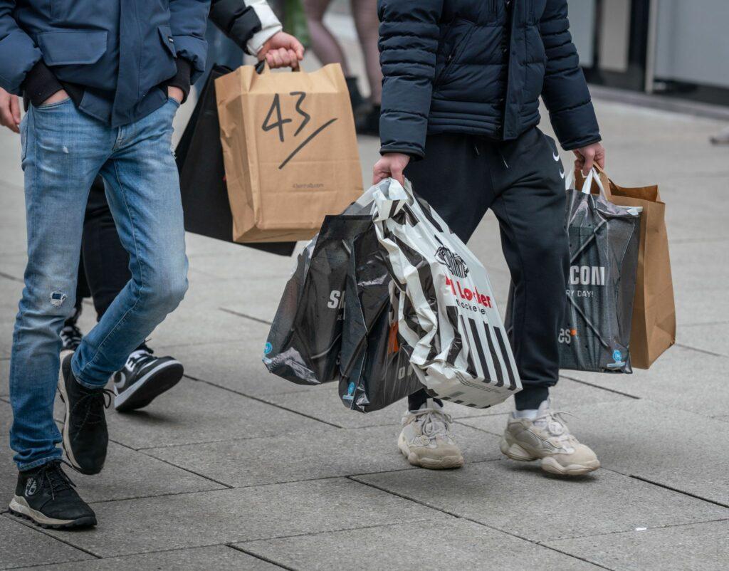 Trotz Corona - Frankfurts OB ruft zu Weihnachtsshopping auf