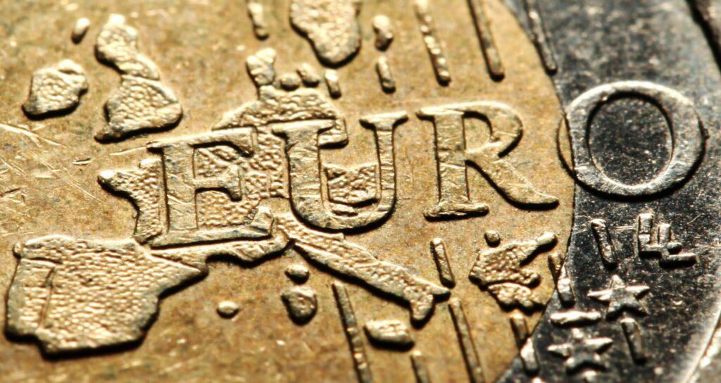 Euro steigt erstmals seit April 2018 über 1,23 US-Dollar