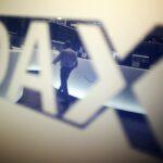 Dax verliert kurz vor dem Wochenende ein halbes Prozent